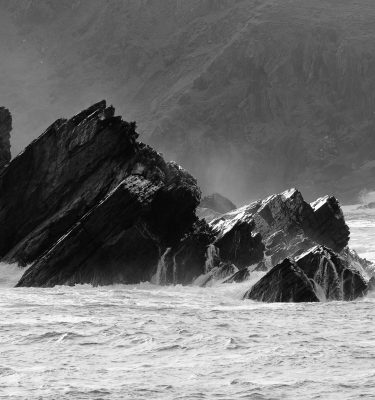Michael-Gissane-Photography-Ireland-monochrome-wild-atlantic-wave-dingle-kerry-seascape-crashingwaves-clogherhead