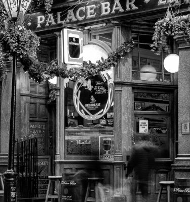 Michael-Gissane-Photography-Ireland-Dublin-Night-Black-White-Palace-Bar-Pubs-TempleBar-Guinness