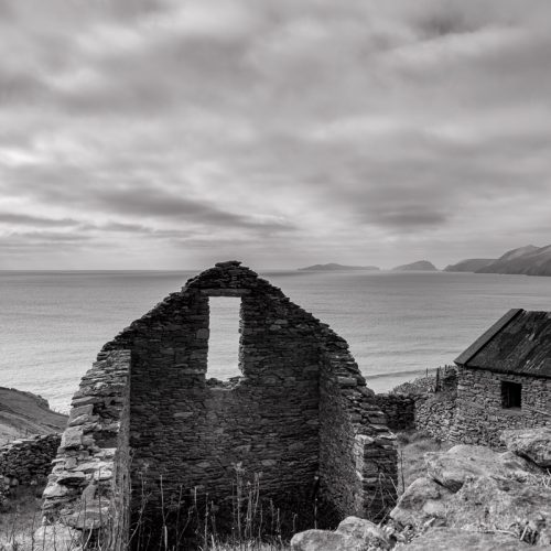 Michael-Gissane-Photography-Ireland-Landscape-wildatlanticway-roomwithaview-dingle-sleahead-westkerry-kerry-oldruins-monochrome-discoverireland-travel-blasketislands